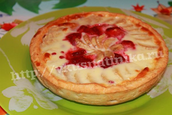 Ягодно-фруктовый пирог со сметанной заливкой